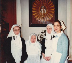 м. Наталия с послушницами